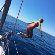 """Det finnes to regler ombord: Den andre er å rope """"BADEPAUSE"""" hvis man får akutt lyst til å hoppe uti."""
