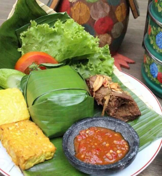 Oleh oleh Makanan Khas Sunda Nasi Timbel