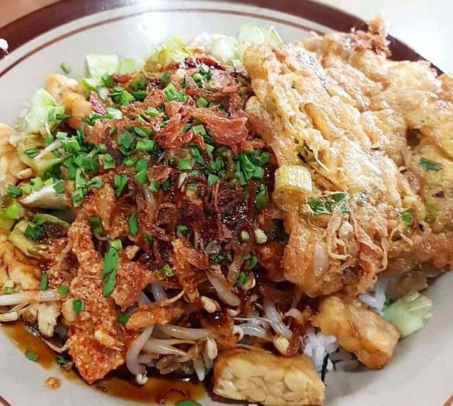 Makanan Khas Cirebon Nasi Lengko