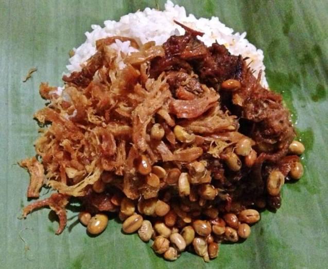 Makanan Khas NTB Nasi Balap Puyung