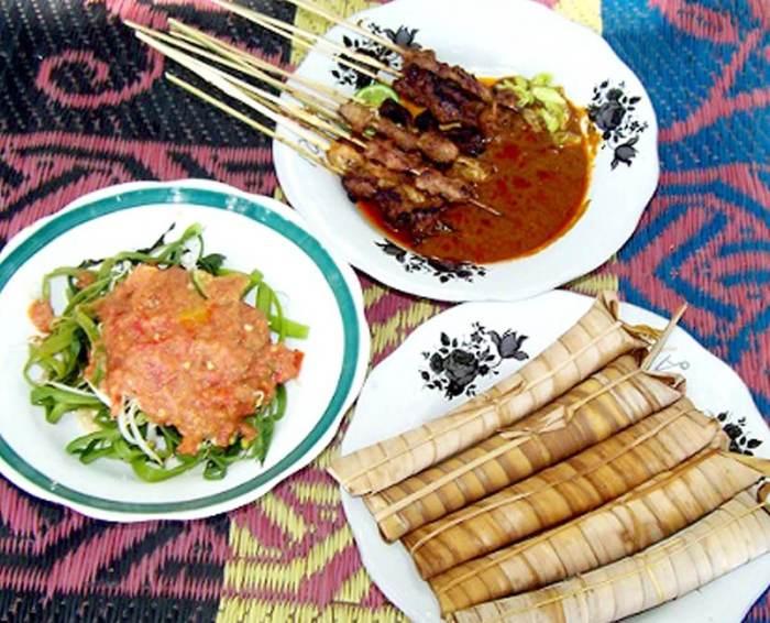 Makanan Khas Lombok Sate Bulayak