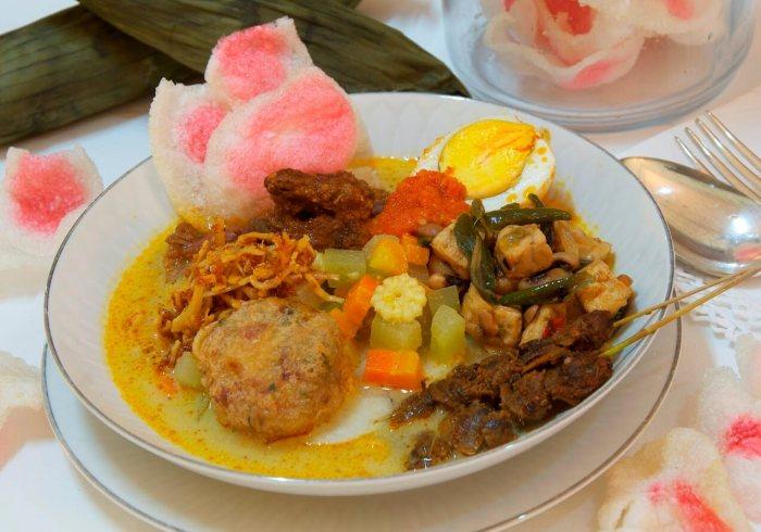 Makanan Khas Medan Lontong Medan