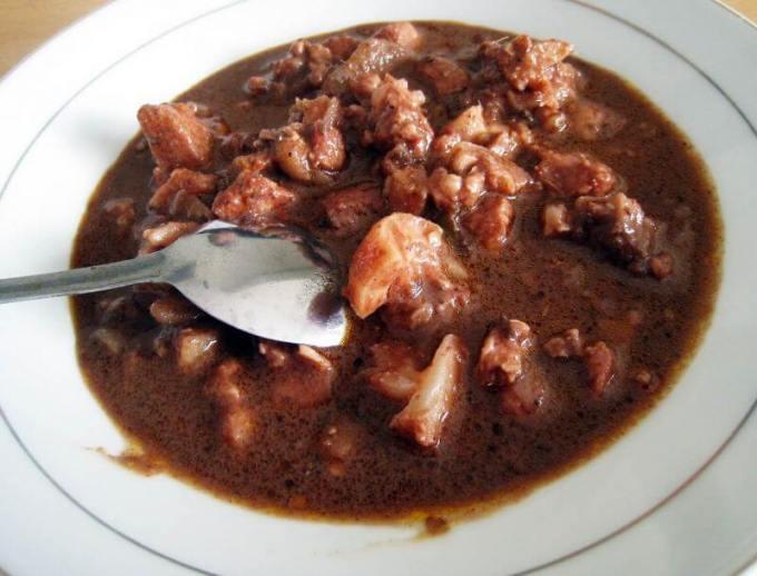 Nama Makanan Khas Batak Saksang terbuat dari daging babi
