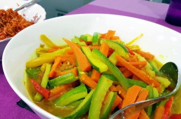 Makanan Khas Maluku Acar Kuning