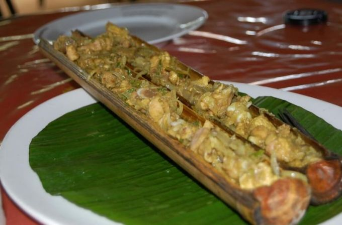 Makanan Khas Sulawesi Utara Ayam Isi Buluh