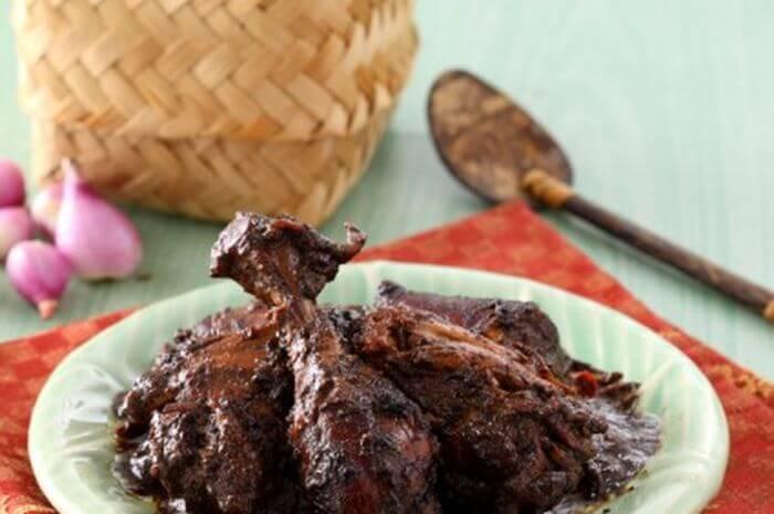 makanan khas jepara sayur keluak ayam