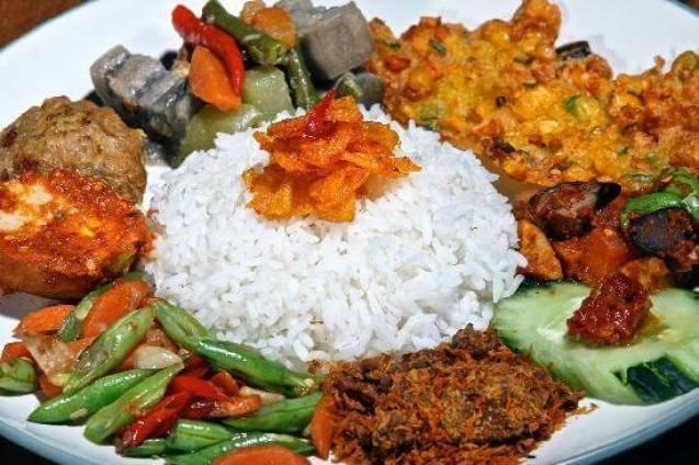 makanan khas probolinggo nasi capur nyak nyong