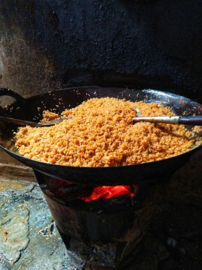makanan khas trenggalek - nasi goreng anglo