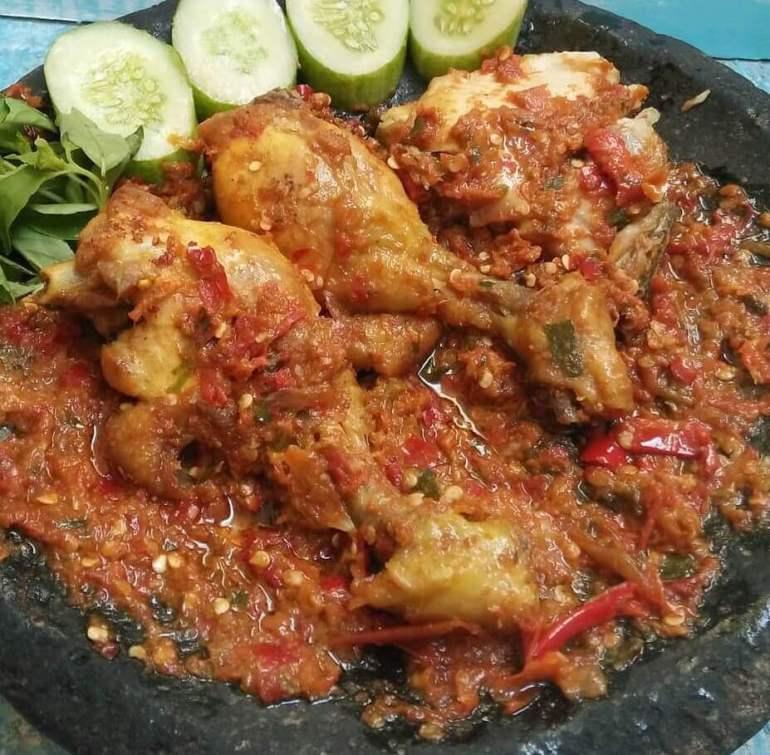 Resep Ayam Gepuk Pedas Istimewa