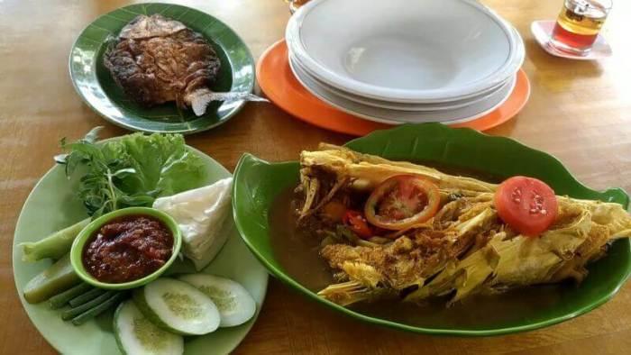 Nama Makanan Khas Indramayu Pindang Gombyang Manyung - Bosmeal.com
