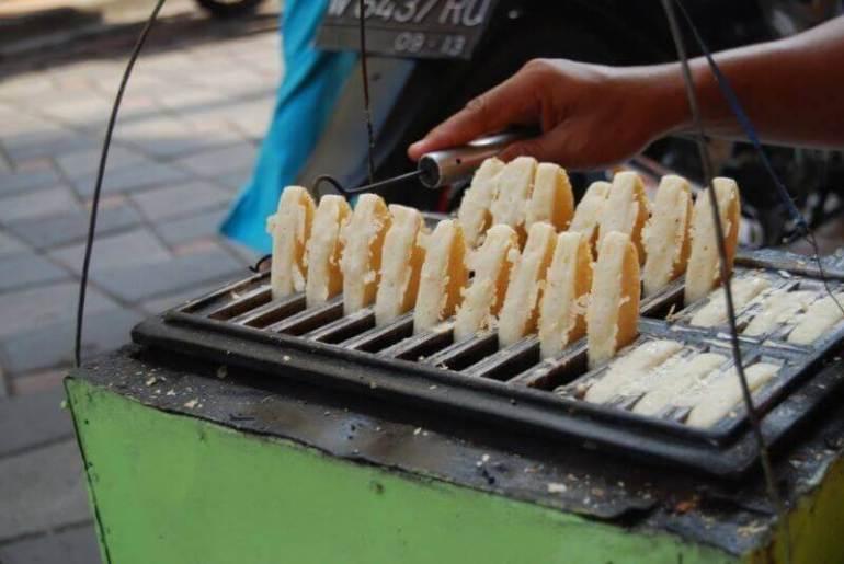 Kuliner Makanan Khas Karawang Kue Gonjing - Bosmeal.com
