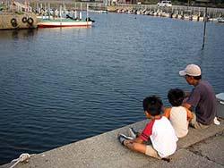 漁港でハゼ釣り