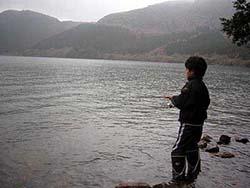芦ノ湖でニジマス狙い