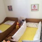 Quarto das crianças com camas Montessori
