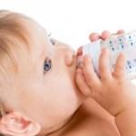 Como fazer o bebê pegar a mamadeira