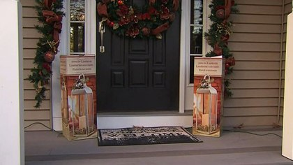 Christmas Decorations Stolen Off Front Porch For A Second Time Cbs Boston