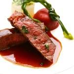 另一套餐的主菜是牛排,看看那個粉紅色的肉質