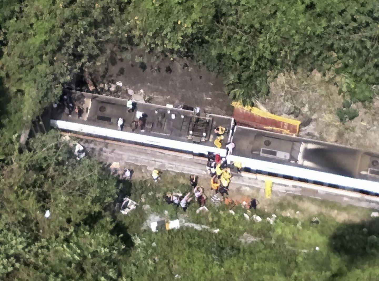 Train crashes in eastern Taiwan, killing 34, injuring dozens - The Boston Globe