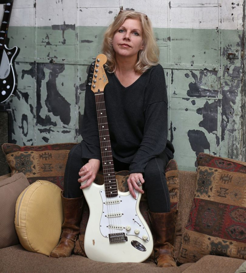 Tanya Donelly goes solo with a little help from friends - The Boston Globe