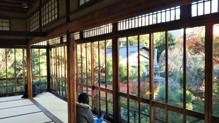 美術館の2階からも庭園を眺められる。至福の時間。