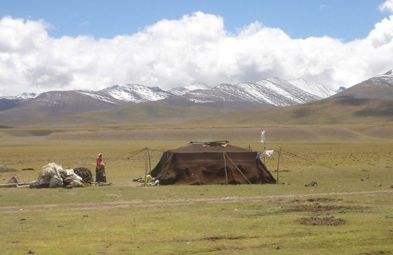 Nomads near Namtso