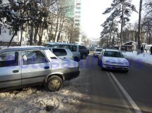 masini parcate pe strada Marchian- Botosani