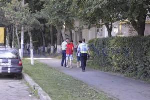 politisti pe strada cu un barbat botosani