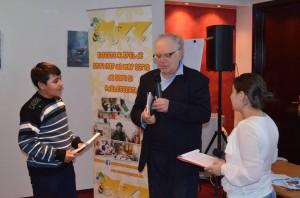 Radu Căjvăneanu, alături de cei doi copii prezentatori