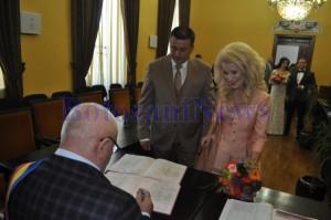 cununia civila a lui Ernest Jakab si a Corinei Condurache impreuna cu nasii Tonino si Anca Boldea la Primaria Botosani