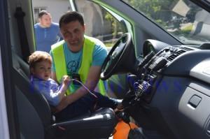 copil in masina politiei de intai iunie