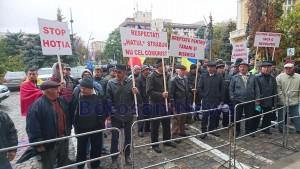 protest-al-taranilor-din-vladeni-in-fata-prefecturii-din-botosani