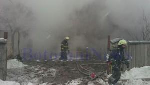 pompieri-incendiu-casa-iarna-zapada