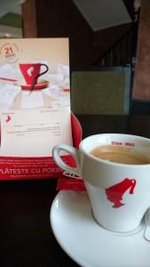 cafea platita cu o poezie