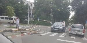 masina lovita de un copac cazut botosani