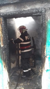 pompieri incendiu casa