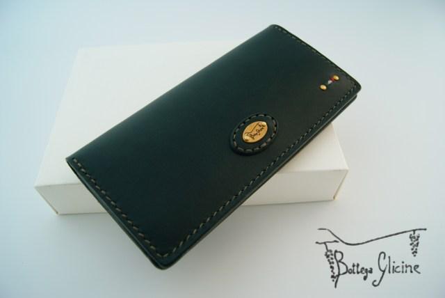 二つ折りの長財布