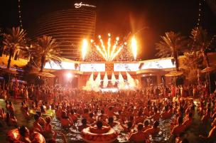 xs-nightclub-avicii-crowd