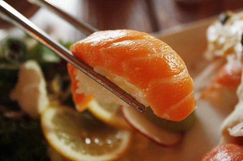 Nigiri Sushi mit Lachs