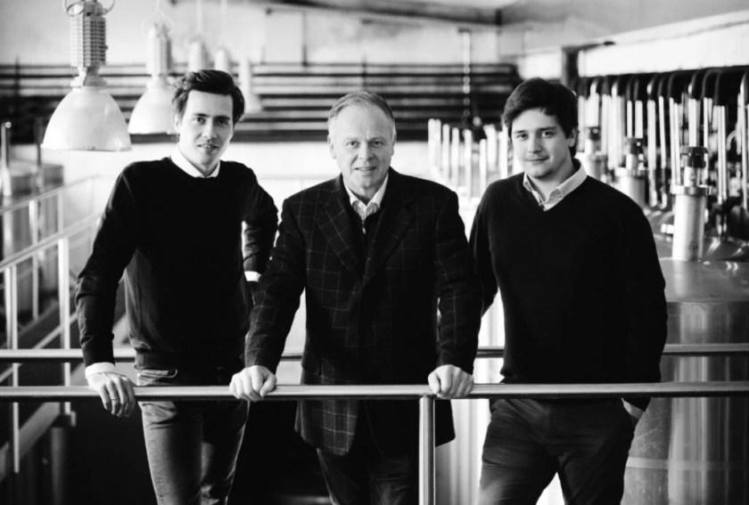Winzer Armin, Manfred und Stefan Tement in ihrem Weinkeller