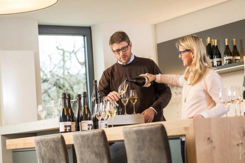 Ute und Heiko Bamberger verkosten in ihrer Vinothek Schaumweine