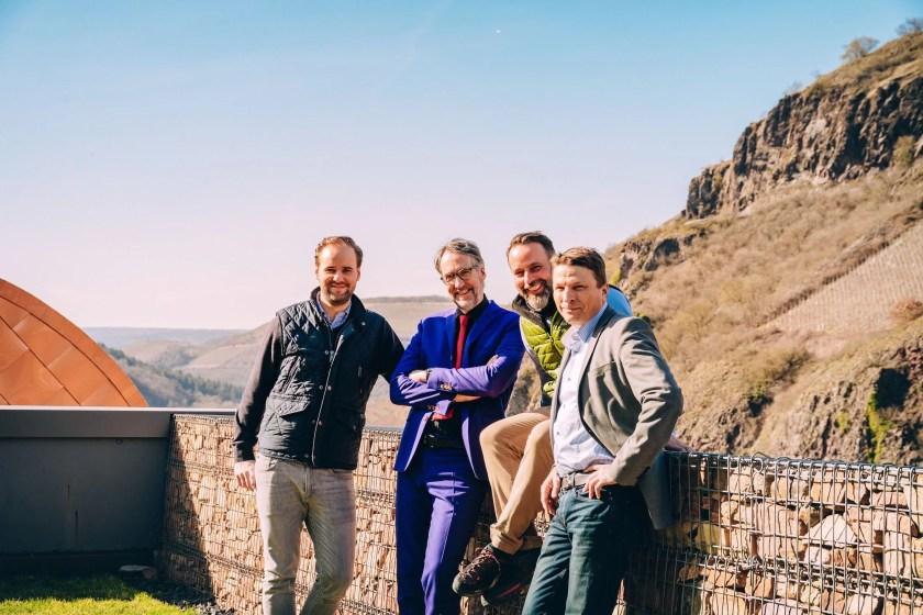 Das Fürhungs-Team von Gut Hermannsberg vor der Lage Kupfergrube an der Nahe