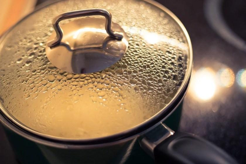 Kochtopf mit beschlagenem Glasdeckel