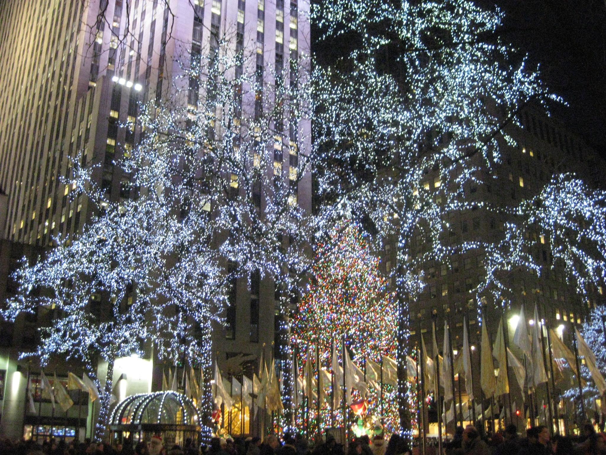 Glimpses Of Christmas Eve In Manhattan Bottledworder