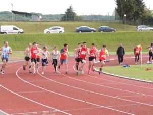 Jimmy (au sprint!) et Clément (plus raisonnable!) au départ de leur 1500m.