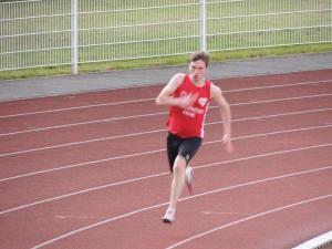 Cyprien court toujours après son record cette année sur 200m... C'est pour bientôt!
