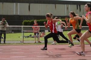 Ethel en route vers la 1ère place de sa série sur 100m