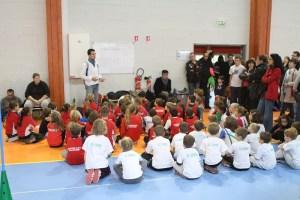 Les jeunes très attentifs aux explications juste avant la compétition...