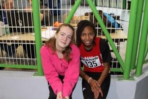 Léa et Rébecca avec le sourire et la photo n'est pas floue... bravo Marion!