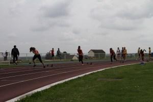 Ségolène, Anathée, Camille et Ophélie au départ de la série du 200m