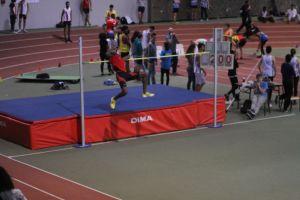William passe 2m en hauteur et remporte la compétition